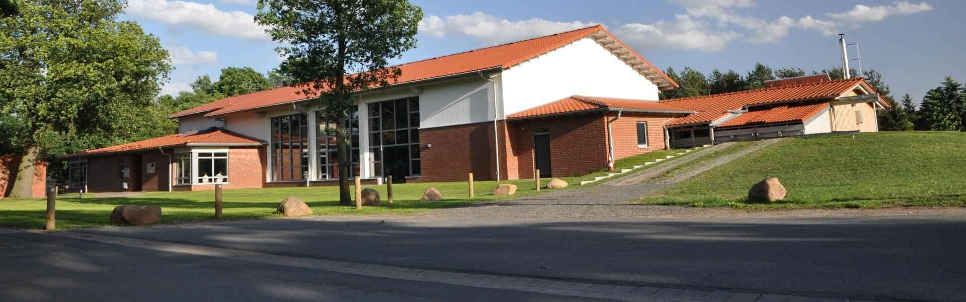 Dorfgemeinschaftshaus und Sporthalle in 29690 Buchholz